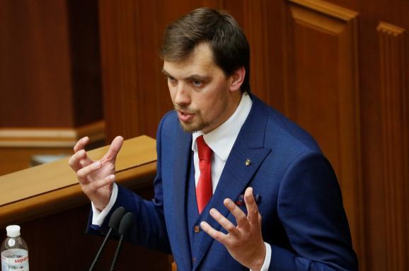 Прем'єр Гончарук заявляє про рекордні борги: віддамо кожну третю гривню